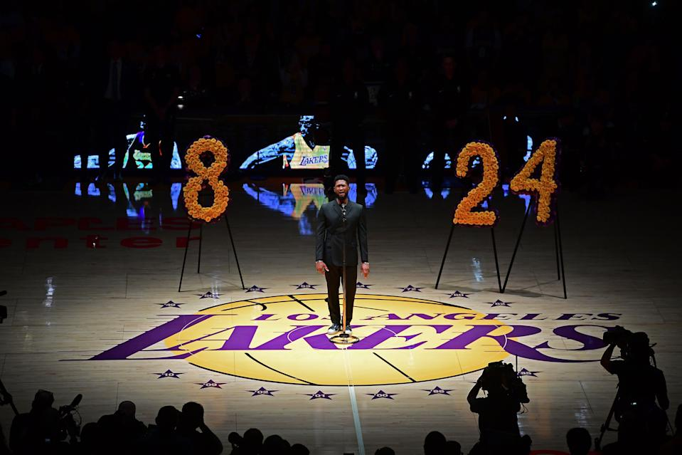 """US singer Usher (C) performs """"Amazing Grace"""" in honor of NBA legend Kobe Bryant, after he was killed last weekend in a helicopter accident, ahead of a game between Los Angeles Lakers and Portland Trail Blazers, at the Staples Center in Los Angeles, California on January 31, 2020. (Photo by FREDERIC J. BROWN / AFP) (Photo by FREDERIC J. BROWN/AFP via Getty Images)"""