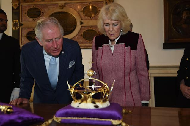 Charles shows Camilla the crown he wore at his investiture. (Getty Images)