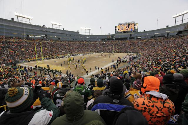 Green Bay Packers players are introduced to the field before an NFL wild-card playoff football game against the San Francisco 49ers, Sunday, Jan. 5, 2014, in Green Bay, Wis. (AP Photo/Kiichiro Sato)