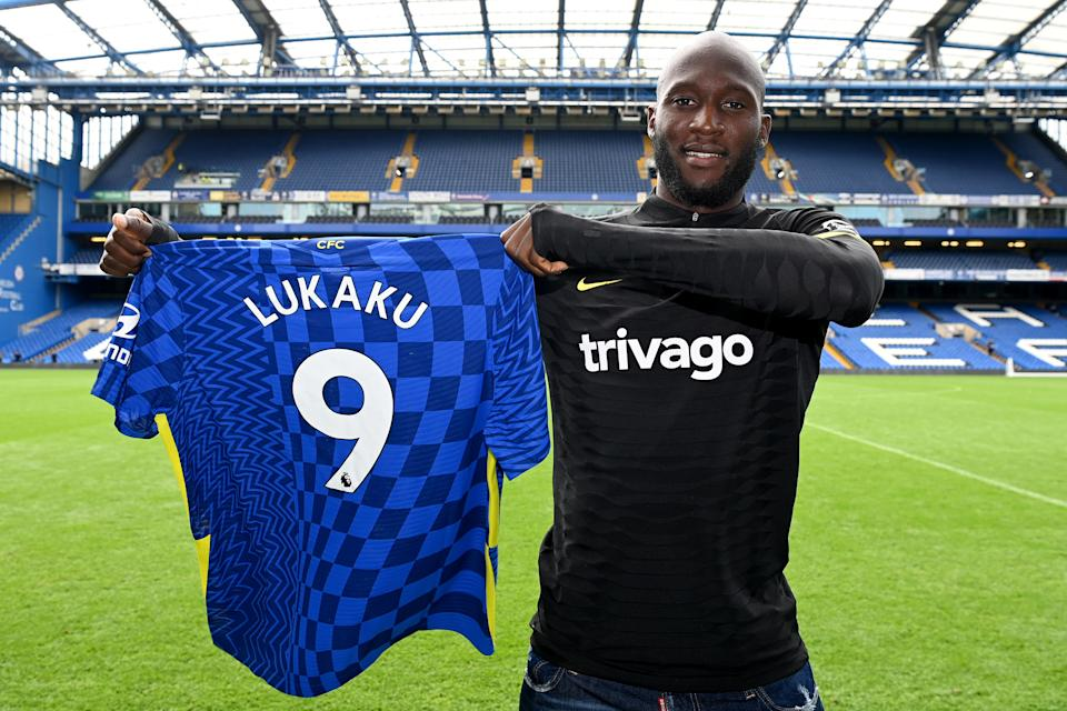 LONDON, ENGLAND - AUGUST 18:  Romelu Lukaku of Chelsea holds his number 9 shirt after a training session at Stamford Bridge on August 18, 2021 in London, England. (Photo by Darren Walsh/Chelsea FC via Getty Images)