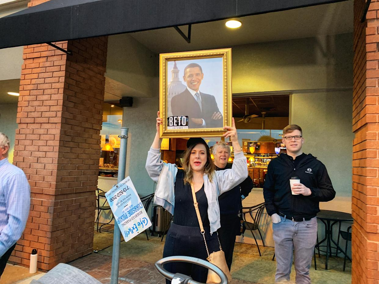 A woman holds up a portrait of Barack Obama at an O'Rourke rally in Houston. (Photo: Holly Bailey/Yahoo News)