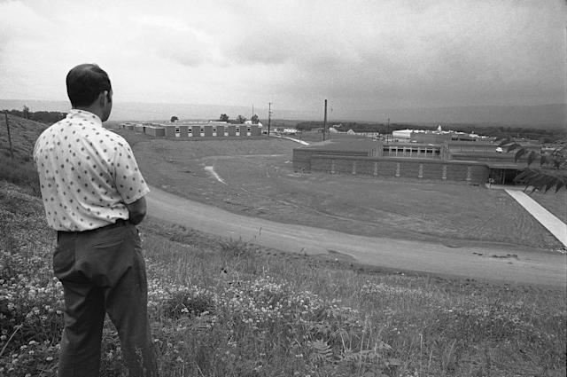 <p>A guard watches over the minimum security prison at Allenwood, Pa., July 1, 1974, where several Watergate felons were held. (Photo: Paul Vathis/AP) </p>