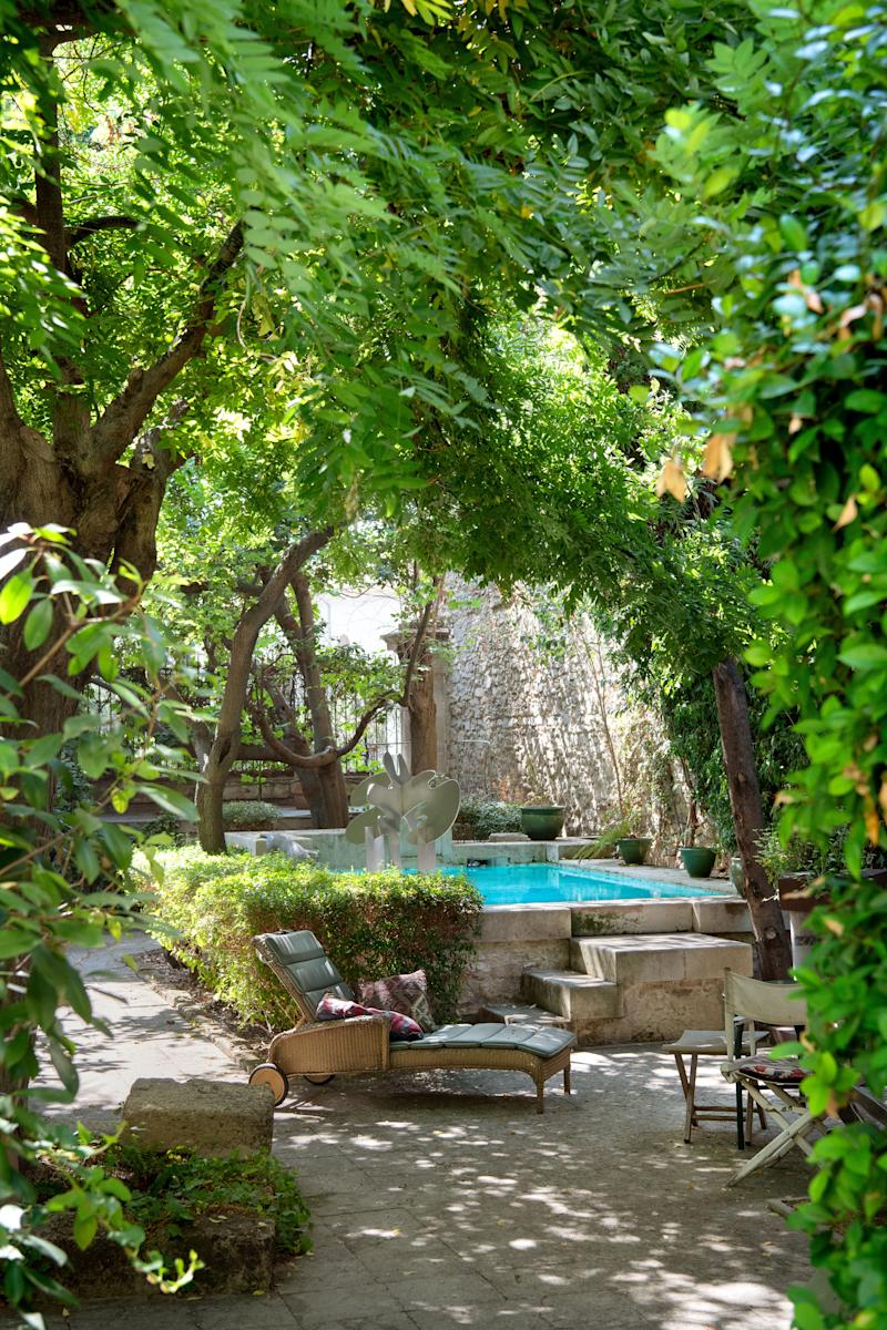 The courtyard features a pool with a sculpture by de Rougemont.