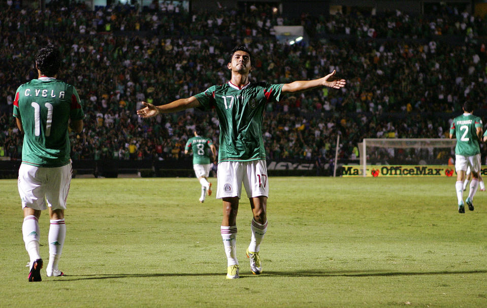 MONTERREY, MEXICO - SEPTEMBER 07:  Elias Hernan Hernandez of Mexico celebrates his goal against Colombia during an International friendly match at Universitario stadium on September 07, 2010 in Monterrey, Mexico. (Photo by Alfredo Lopez/LatinContent via Getty Images)