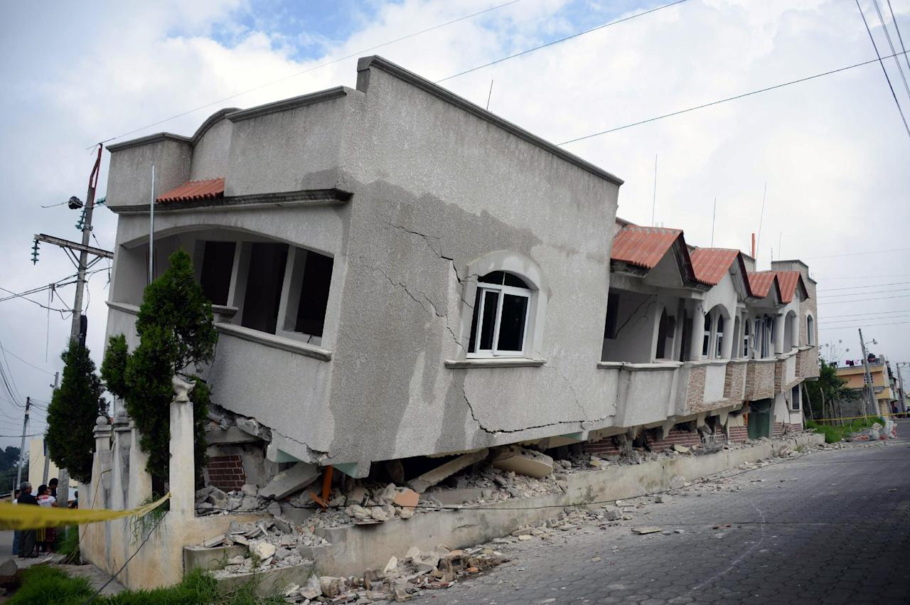A view of houses damaged by an earthquake, in San Marcos, 240 km of Guatemala City, on July 7, 2014 (AFP Photo/Johan Ordonez)