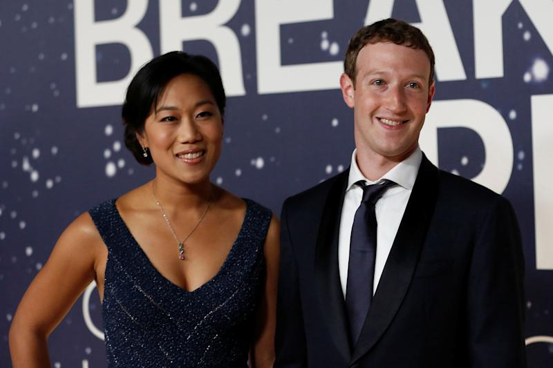 Zuckerberg's Going On 2-Months Paternity Leave, People React Saying Aww...!