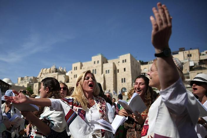"""Israel's Attorney General prohibited the first-ever """"women's priestly blessing"""" at the wall because it did not conform to local custom (AFP Photo/Gali Tibbon)"""