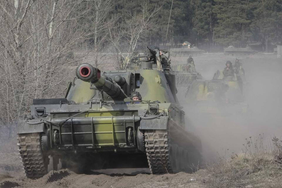 Ukrainian tanks take part in a military exercise near Kharkiv March 14, 2014. U.S. President Barack Obama said on Friday he still hopes for a diplomatic solution to the Ukraine crisis heading into a pivotal weekend. REUTERS/Stringer