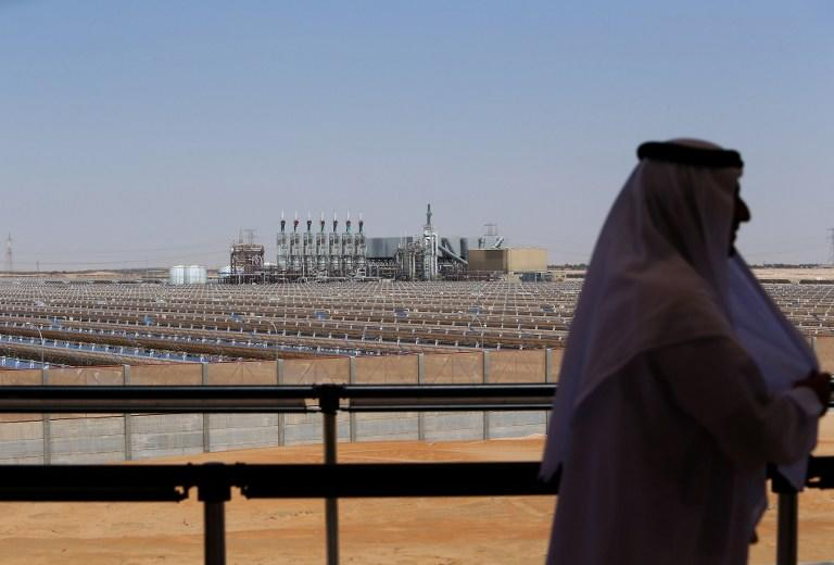 An Emarati man stands on a balcony overlooking the Shams 1, Concentrated Solar power (CSP) plant, in al-Gharibiyah district on the outskirts of Abu Dhabi, on March 17, 2013 during the inauguration of the facility. Oil-rich Abu Dhabi officially opened the world's largest Concentrated Solar Power (CSP) plant, which cost $600 million to build and will provide electricity to 20,000 homes. AFP PHOTO/MARWAN NAAMANI