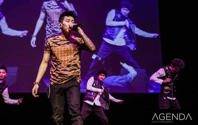 Jay Park jokes and banters with the crowd (Photo courtesy of Agenda Events)