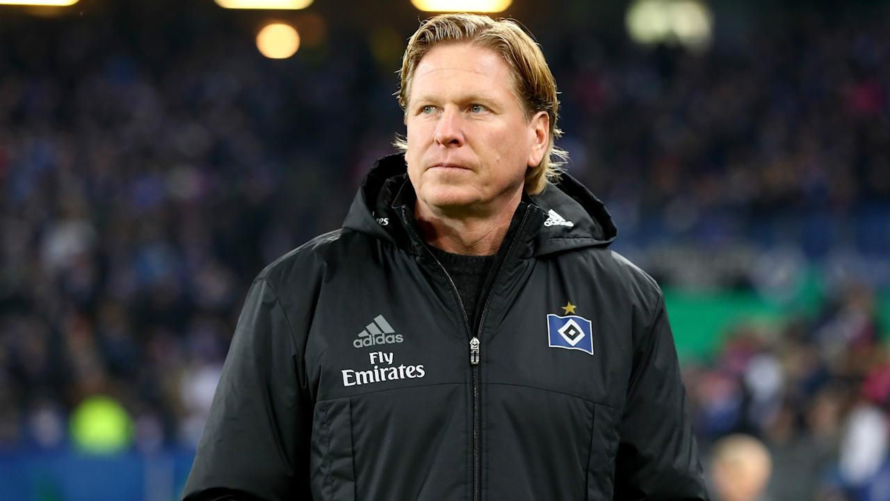 Hamburg have given new contracts to head coach Markus Gisdol and his backroom staff, despite the club facing a relegation battle.