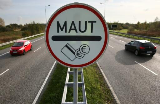 Maut-Schild am Warnowtunnel in Rostock