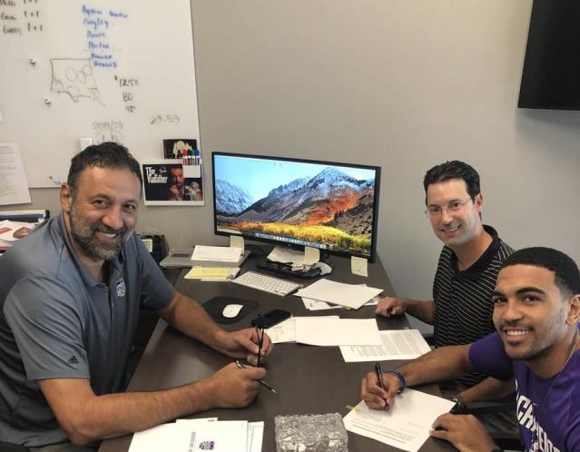 "<a class=""link rapid-noclick-resp"" href=""/nba/teams/sac"" data-ylk=""slk:Sacramento Kings"">Sacramento Kings</a> general manager Vlade Divac is happy to show you his dry-erase board. (Twitter)"