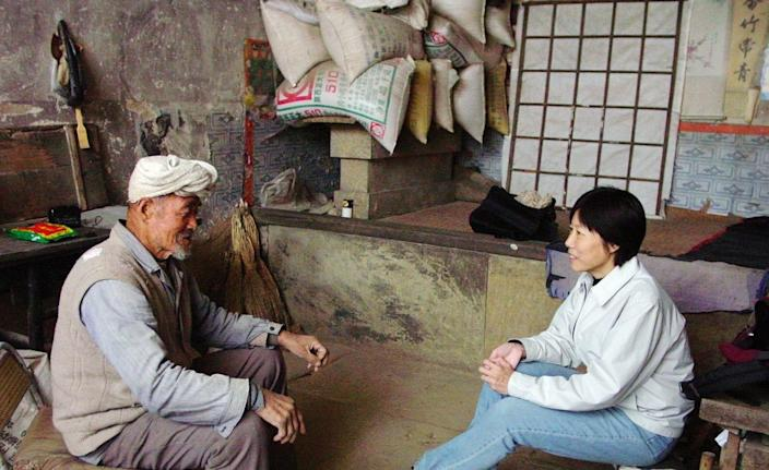 """Guo Yuhua, right, interviews a villager in Ji village in northern Shaanxi province in 2005. <span class=""""copyright"""">(Guo Yuhua)</span>"""