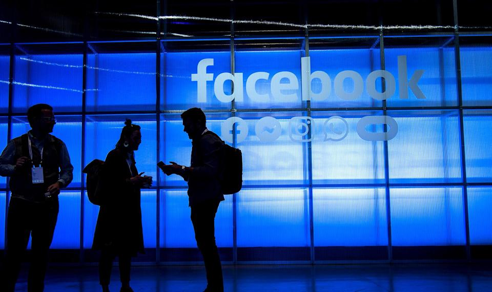 Facebook Gains on Crypto Pact, Hire Reports Ahead of Rollout