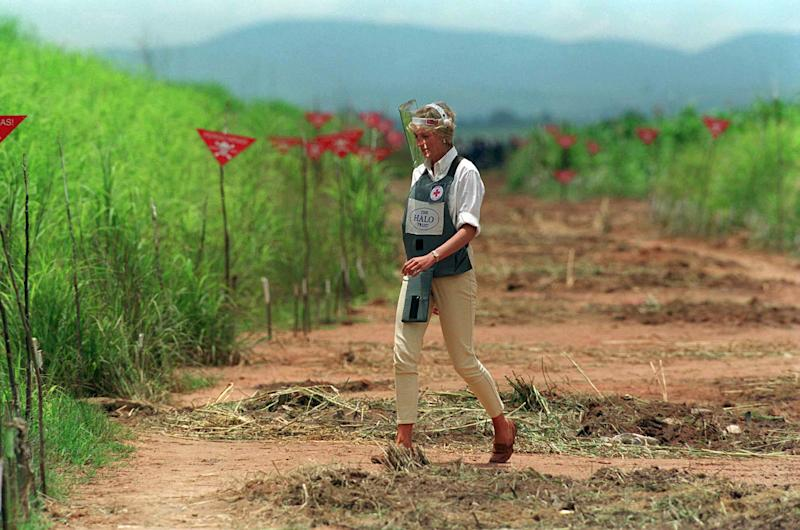 HUAMBO, ANGOLA - JANUARY 15: Diana, Princess Of Wales, Walking Through A Cleared Area Of A Mined Area Being Cleared By The Charity Halo Trust In Huambo, Angola, Wearing Protective Body Armour And A Visor. (Photo by Tim Graham Photo Library via Getty Images)