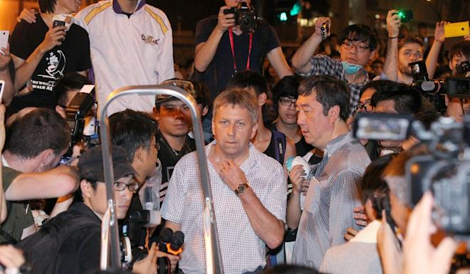 HKU chief Peter Mathieson speaks to students during Occupy. Photo: Handout