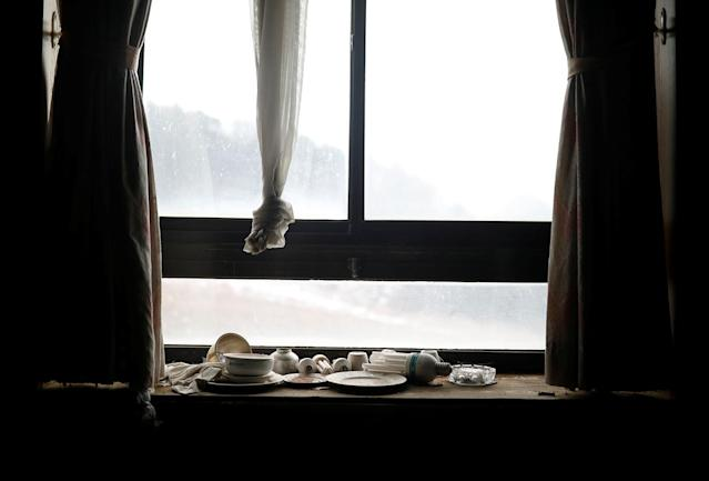 <p>Light bulbs, bowls and plates lie on a windowsill at the abandoned Alps Ski Resort located near the demilitarized zone separating the two Koreas in Goseong, South Korea, Jan. 17, 2018. (Photo: Kim Hong-Ji/Reuters) </p>