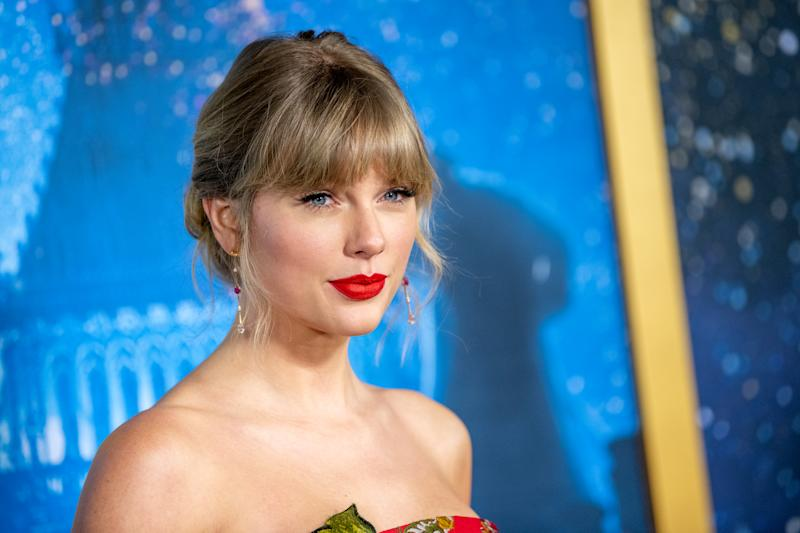 "NEW YORK, NEW YORK - DECEMBER 16: Taylor Swift attends the ""Cats"" World Premiere at Alice Tully Hall, Lincoln Center on December 16, 2019 in New York City. (Photo by Roy Rochlin/FilmMagic)"