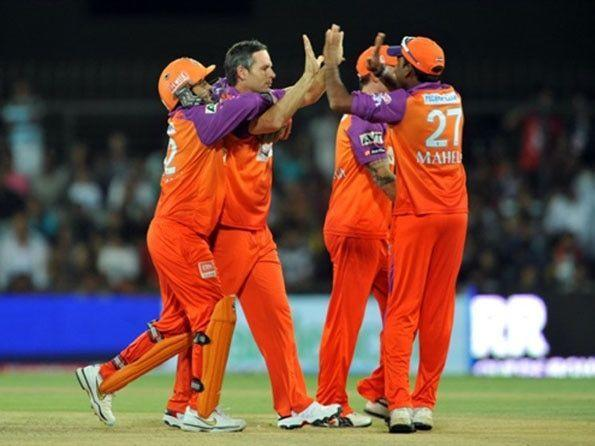 Brad Hodge had the best bowling figures for a Kochi Tuskers Kerala bowler