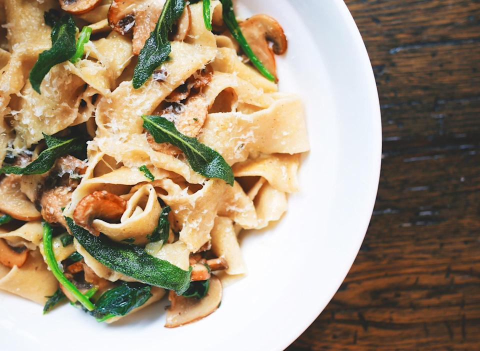 <p>Weirdly enough, you end up eating smaller portions but feel similarly satisfied (the brain works in mysterious ways) [Photo: Pexels] </p>