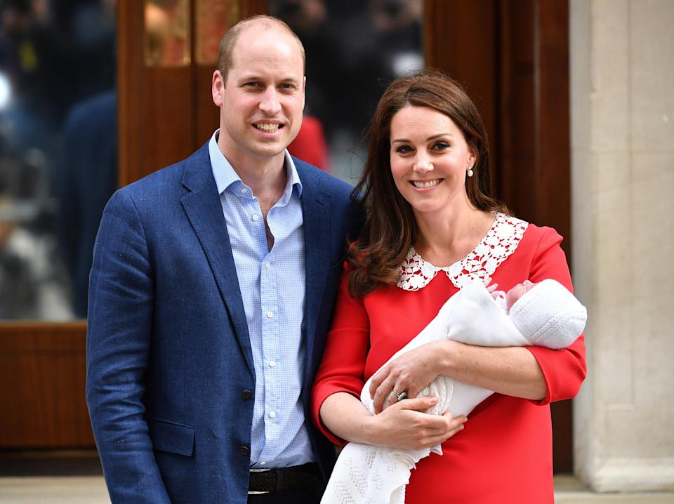 The Duchess of Cambridge wears Jenny Packham to present the new royal baby to the world with her husband, Prince William, April 23, 2018. (Photo: AP/Kirsty Wigglesworth)