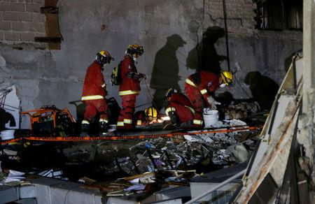 USAR rescue team searches for survivors in the rubble of a collapsed building after an earthquake in Mexico City, Mexico September 21, 2017. REUTERS/Henry Romero