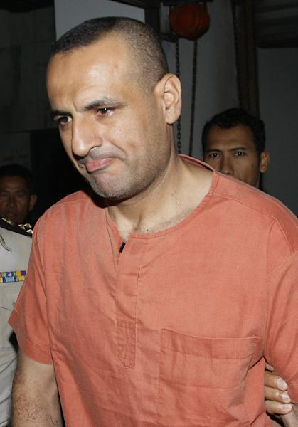 Lebanese-Swedish Atris Hussein, center, is escorted by Thai officers upon his arrival at criminal court in Bangkok, Thailand Wednesday, March 21 , 2012. Hussein was detained for illegally possessing explosive materials. His arrest in last January was linked to U.S. and Israeli warnings of a possible terror threat in Bangkok. (AP photo/Sakchai Lalit)