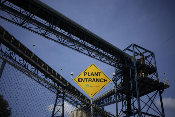 """<span class=""""s1"""">This West Virginia coal preparation plant belongs to Alpha Natural Resources, which has emerged from bankruptcy and is pursuing a merger. (Photo: Luke Sharrett/Bloomberg via Getty Images)</span>"""