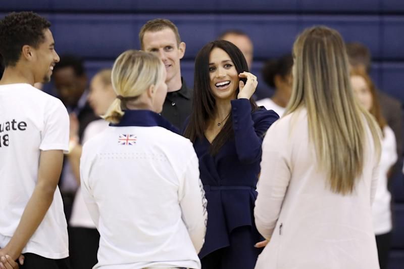 Meghan stuns Britain by shutting car door