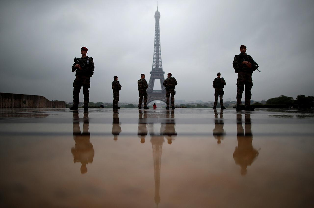 """<p>French soldiers patrol near the Eiffel Tower as part of the """"Sentinelle"""" security plan in Paris, France, May 3, 2017. (Photo: Christian Hartmann/Reuters) </p>"""