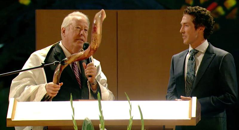 Rosenpresented Osteen with a shofar, a ram's horn that is traditionally blown atRosh Hoshanah services.