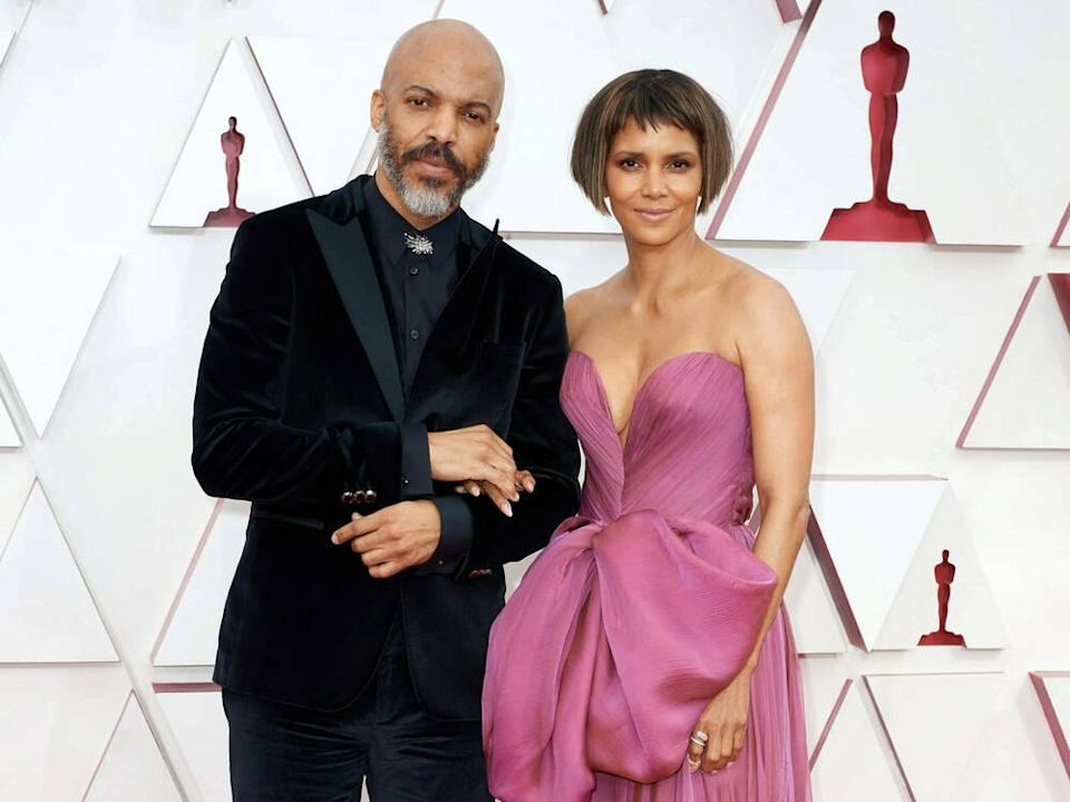 Halle Berry und ihr Partner Van Hunt bei den Academy Awards (Bild: imago images/Cinema Publishers Collection)
