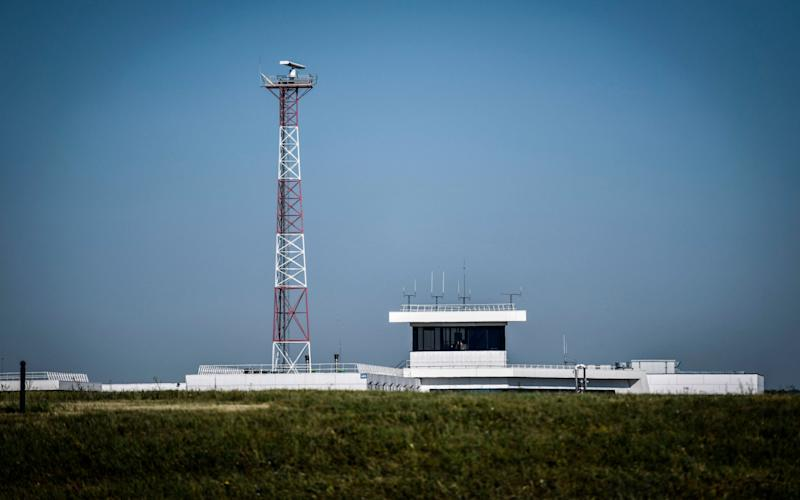 The air traffic control tower on the tarmac at the Terminal 3 of the Orly airport, in Orly on the outskirts of Paris - STEPHANE DE SAKUTIN/AFP