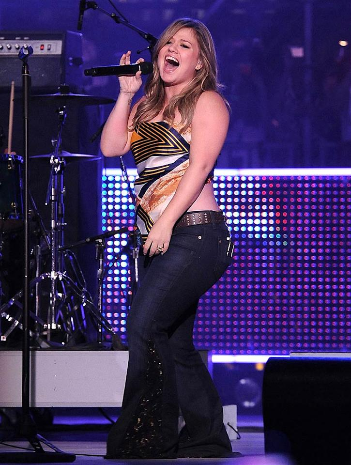 "Kelly Clarkson belted out her hit ""My Life Would Suck Without You."" George Pimentel/<a href=""http://www.wireimage.com"" target=""new"">WireImage.com</a> - June 21, 2009"