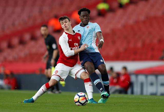 Soccer Football - FA Youth Cup Semi Final Second Leg - Arsenal vs Blackpool - Emirates Stadium, London, Britain - April 16, 2018 Arsenal's Robbie Burton in action with Blackpool's Nana Avarkwa Action Images/Matthew Childs
