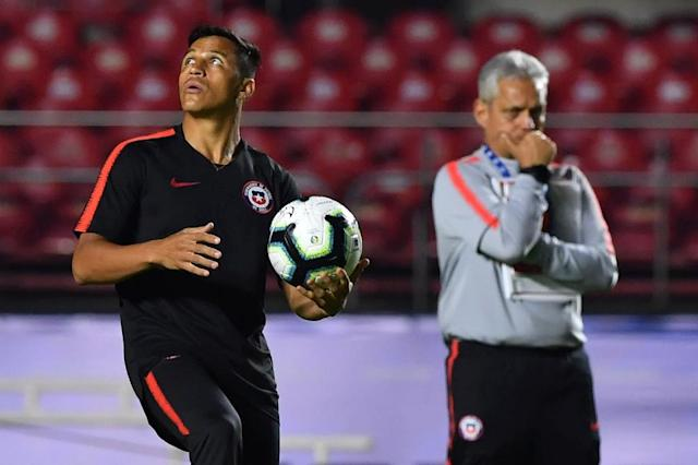 Chile coach Reinaldo Rueda (right) must decide whether or not to play Alexis Sanchez in Monday's clash with Uruguay (AFP Photo/NELSON ALMEIDA)