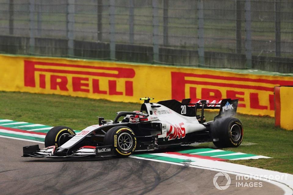 "Kevin Magnussen, Haas VF-20, spins on the way to the grid<span class=""copyright"">Charles Coates / Motorsport Images</span>"