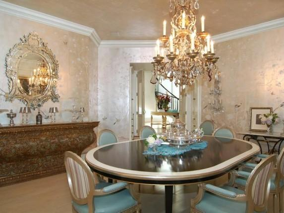 <p>The more formal of several dining areas in Simpson's new 11,000-square foot home.</p>