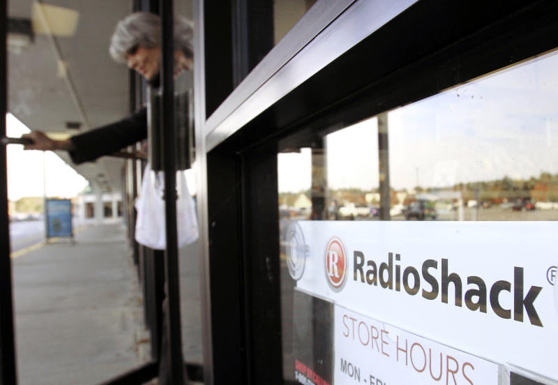 RadioShack closing 1,100 stores as troubles grow