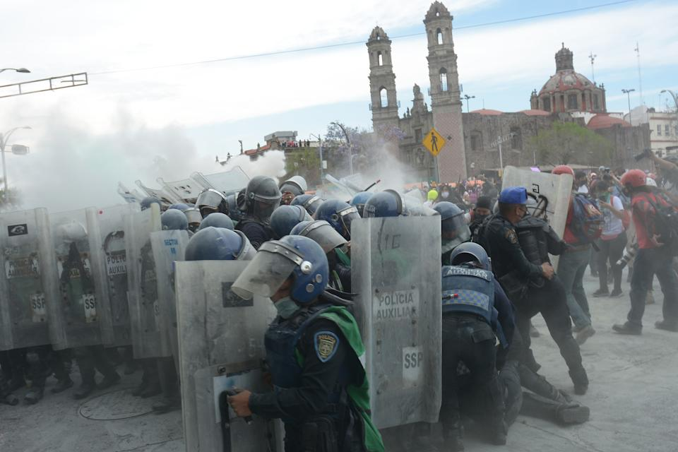 MEXICO CITY, MEXICO - MARCH 08: Women clash with riot police officers during International Women´s Day protest on March 8, 2021 in Mexico City, Mexico. (Photo by Medios y Media/Getty Images)