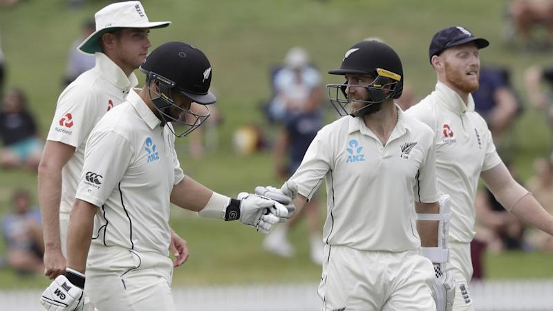 New Zealand's Ross Taylor (l) and Kane Williamson both reached triple figures against England