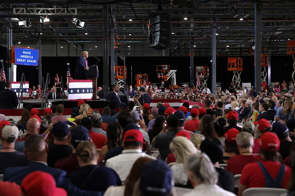 Trump rallies with supporters at an indoor campaign event in Henderson, Nevada, on Sept. 13. (Photo: Jonathan Ernst / Reuters)