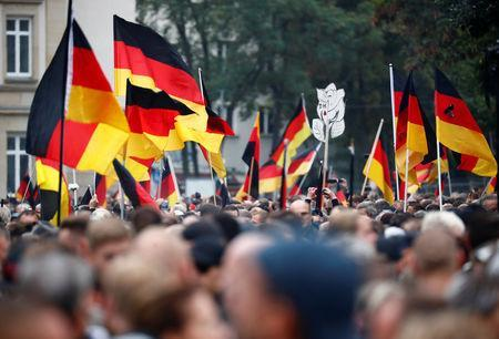 People take part in demonstrations following the killing of a German man in Chemnitz, in Chemnitz, Germany September 1, 2018. REUTERS/Hannibal Hanschke