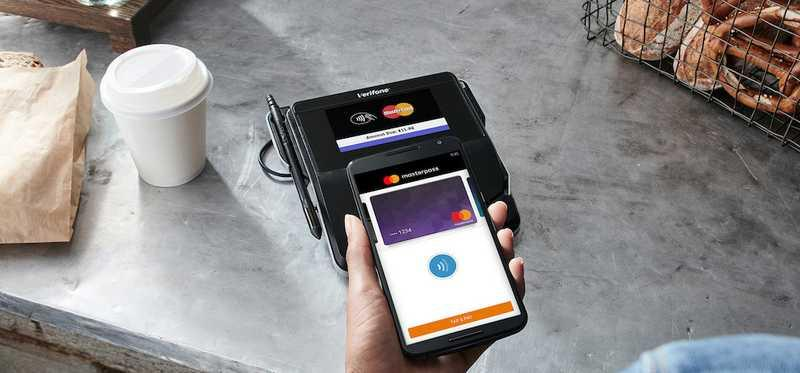 Person paying for coffee using Mastercard app.