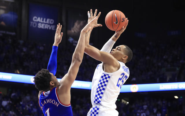 "<a class=""link rapid-noclick-resp"" href=""/ncaab/players/141955/"" data-ylk=""slk:PJ Washington"">PJ Washington</a> (R) and the <a class=""link rapid-noclick-resp"" href=""/ncaaf/teams/kentucky/"" data-ylk=""slk:Kentucky Wildcats"">Kentucky Wildcats</a> took down the <a class=""link rapid-noclick-resp"" href=""/ncaaf/teams/kansas/"" data-ylk=""slk:Kansas Jayhawks"">Kansas Jayhawks</a> 71-63 on Saturday at Rupp Arena. (Andy Lyons/Getty Images)"