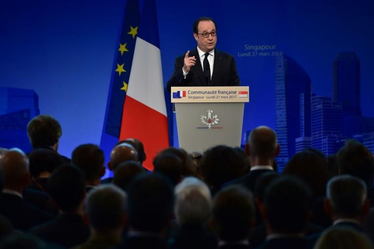 French President Francois Hollande, addressing members of the French community in Singapore on Monday, said that 'populism, nationalism and extremism cannot prevail'
