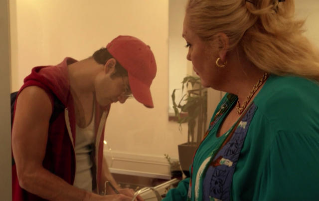 Cunanan makes a transaction at a pawn shop seven days before killing Versace in  <em>The Assassination of Gianni Versace</em>. (Photo: FX)