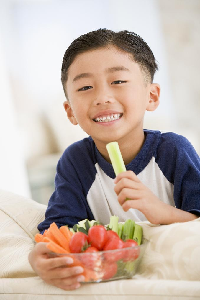 CORRECTION: Chewing slowly helps prevent excessive weight gain in children