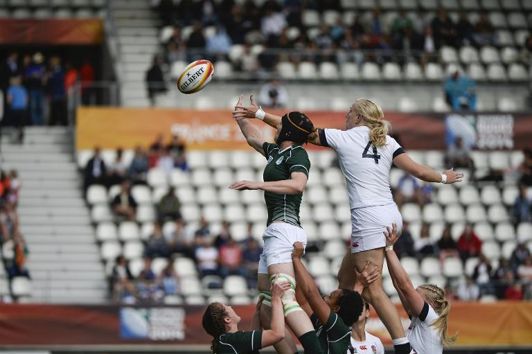 England's Lock Tamara Taylor (R) vies for the ball in a line out with Ireland's lock Marie Louise Reilly (L) during the IRB Women's Rugby World Cup match at the Jean Bouin Stadium in Paris, on August 13, 2014 (AFP Photo/Fred Dufour)